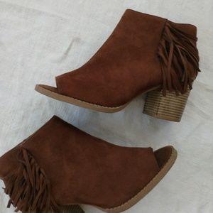 Soda women's size 10  ankle boots
